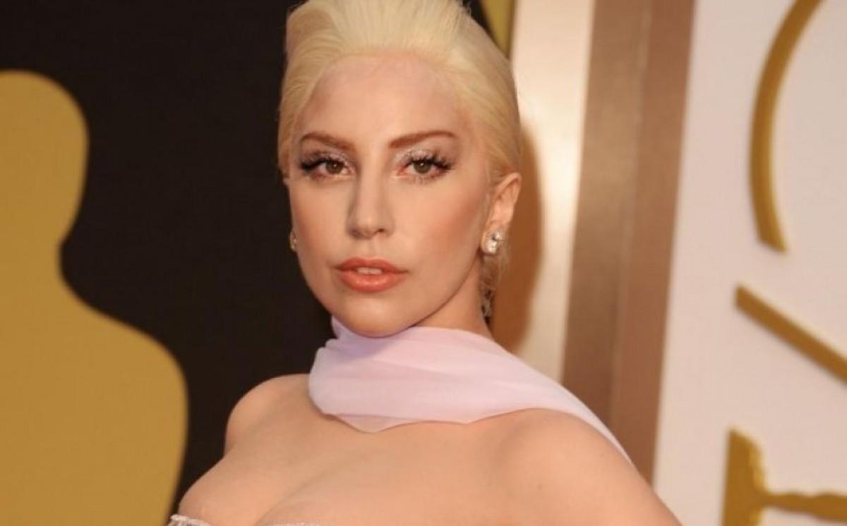 Lady Gaga niega estar embarazada