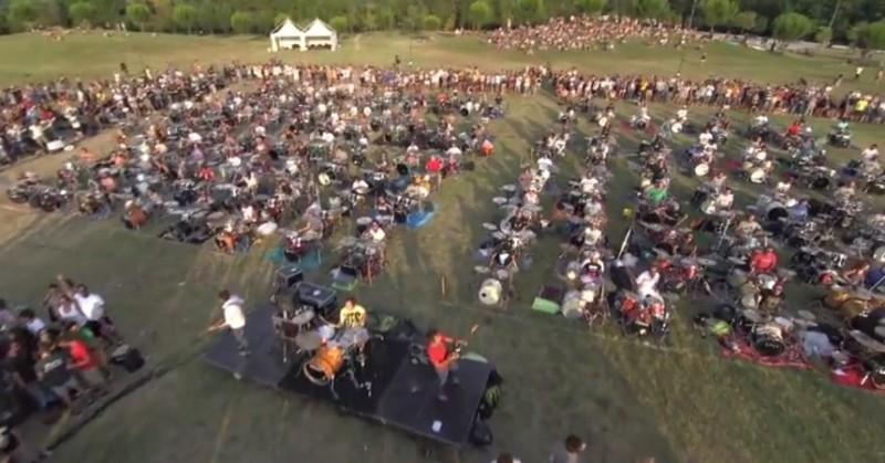"""Mil músicos invitan a los Foo Fighters a Italia con una interpretación de """"Learn to Fly"""""""