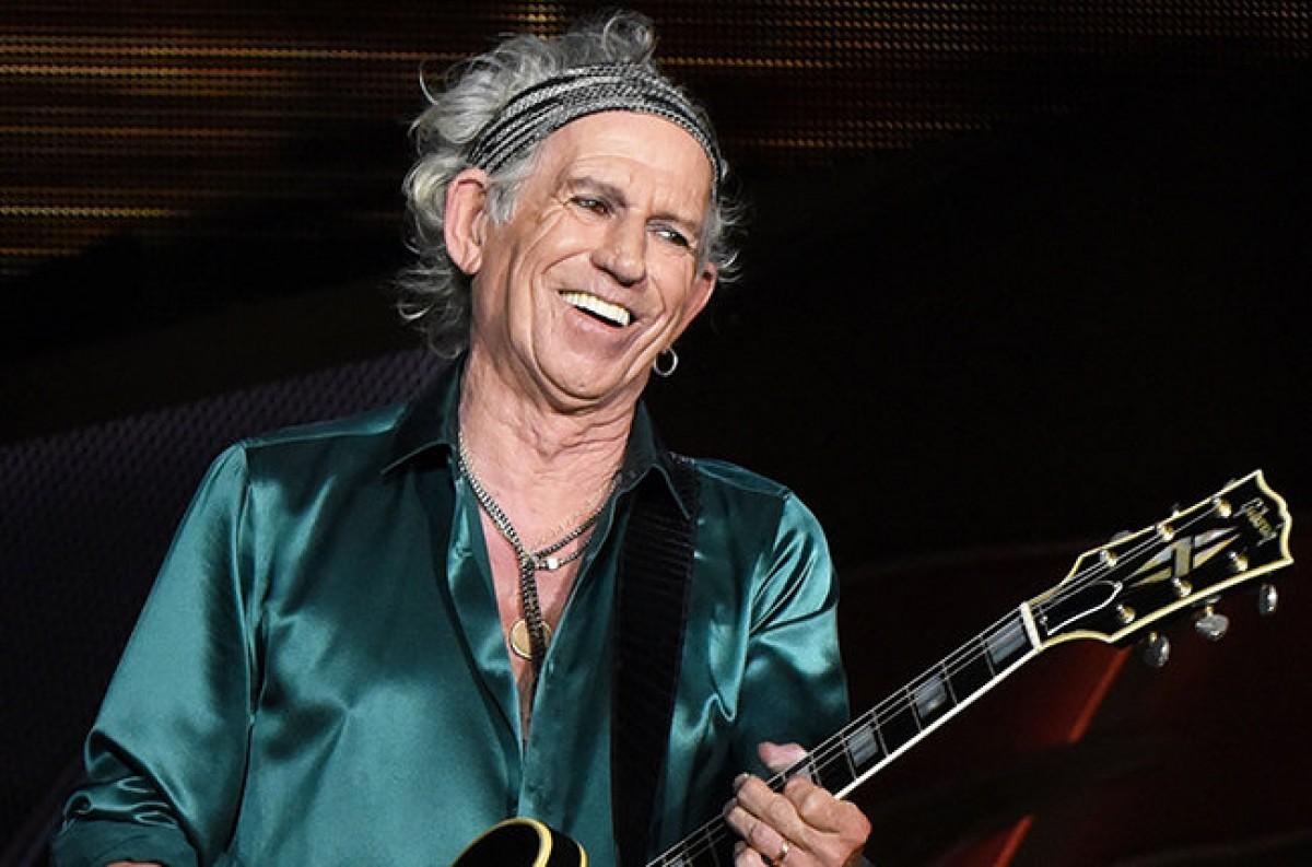 ¡Keith Richards anuncia álbum en SOLITARIO!
