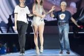 Taylor Swift saca a bailar a Julia Roberts en su concierto.