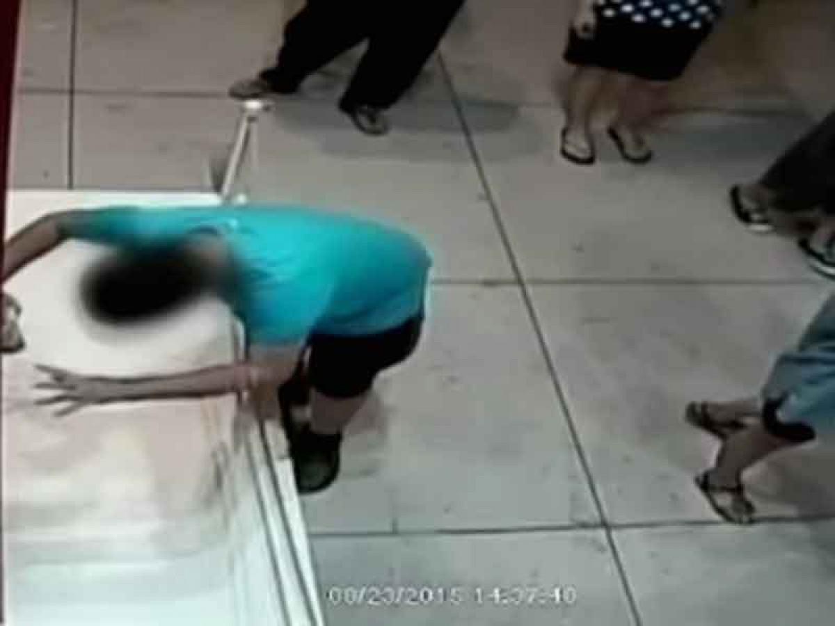 Niño tropieza y arruina una pintura de ¡1.500.000 Dólares!