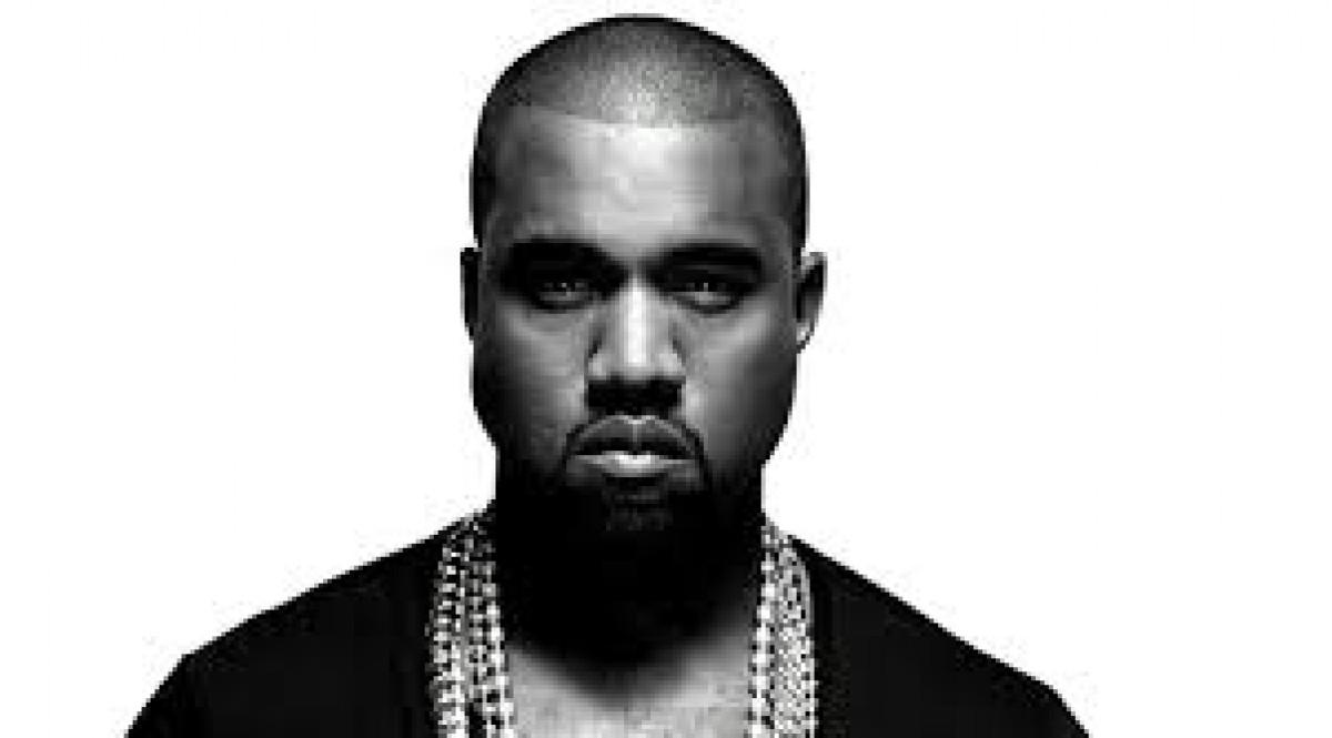 Kanye West ayuda a Kylie Jenner a grabar su primera canción para sus 18 años.