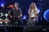 Vedder y Beyoncé en el escenario
