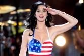 Katy Perry vende sus grandes éxitos ¡en una caja de pizza!