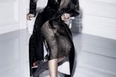 Rihanna posa para 'Dior Magazine'