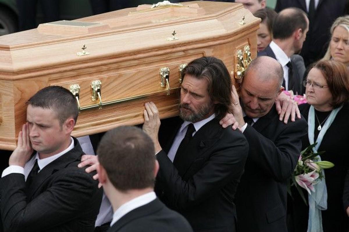 Jim Carrey cargó el el ataúd de su ex novia