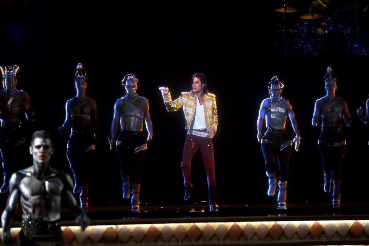 Tecnología permite revivir a cantantes en escena.
