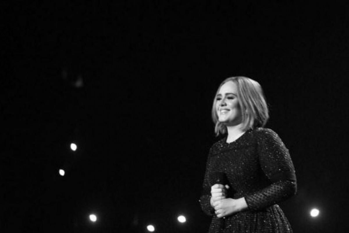 Adele no podrá brindar esta navidad!