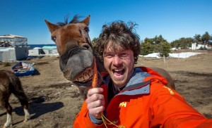 2f911a3500000578-3370281-horsing_around_allan_tempts_a_horse_with_a_carrot_who_bears_his_-a-12_1450800310734-730x444