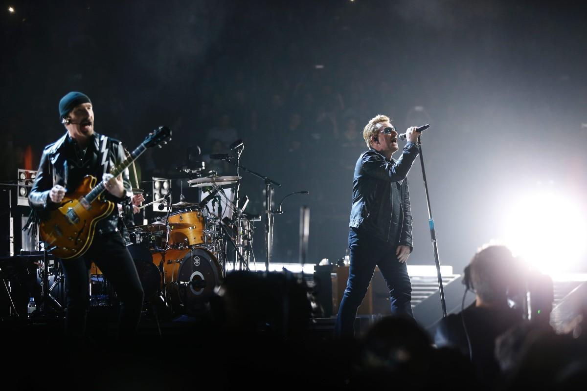 Los Eagles of Death Metal volvieron a París con actuación especial junto a U2