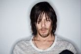 Una fan de 'The Walking Dead' muerde a Norman Reedus.