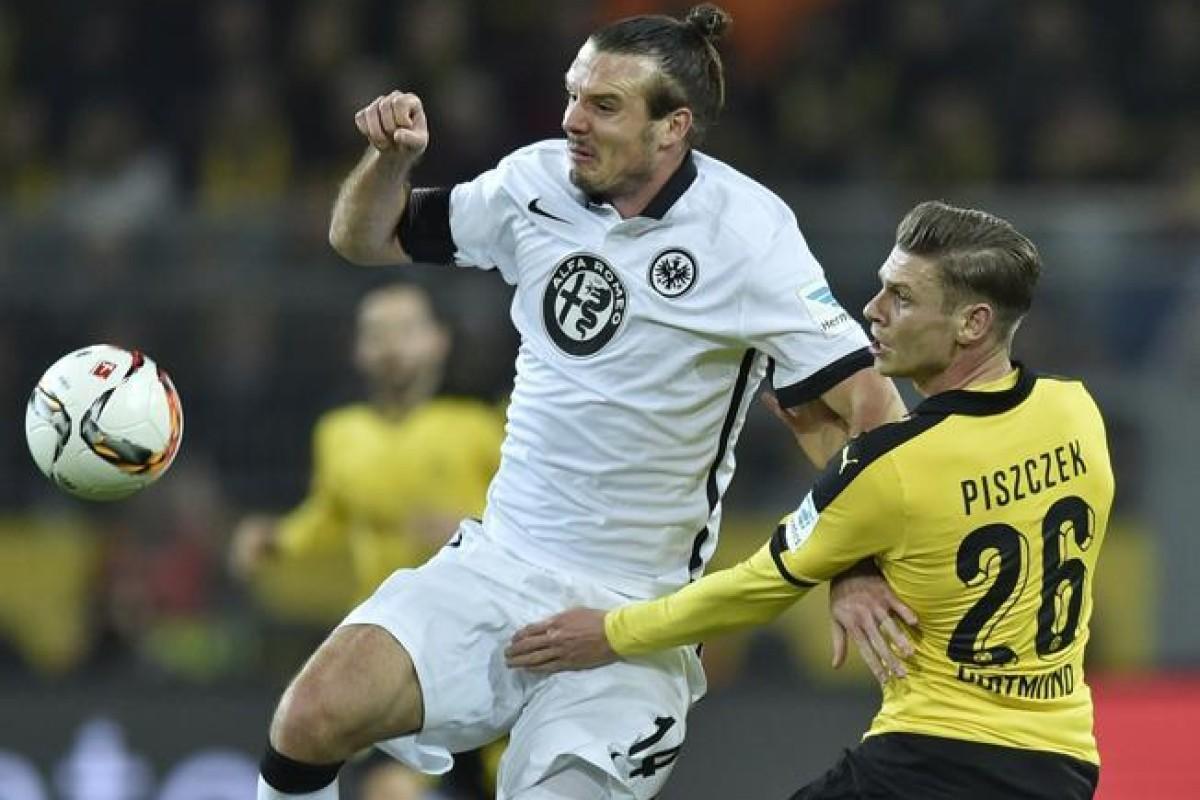 El Dortmund golea al Frankfurt y sostiene su persecución al Bayern