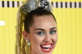 ¡Miley Cyrus con un look a lo natural!
