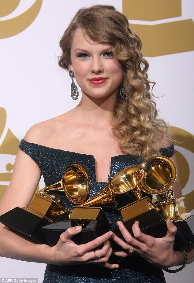 081B5C43000005DC-3144334-Country_singer_turned_global_pop_star_Taylor_Swift_pictured_at_t-a-11_1435675349014