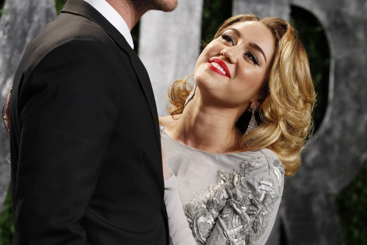 Miley Cyrus vuelve a usar su anillo de compromiso