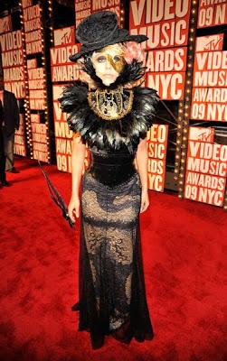 Lady Gaga vestidos y musica