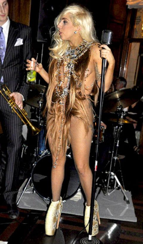 Lady_Gaga_Hair_Dress1