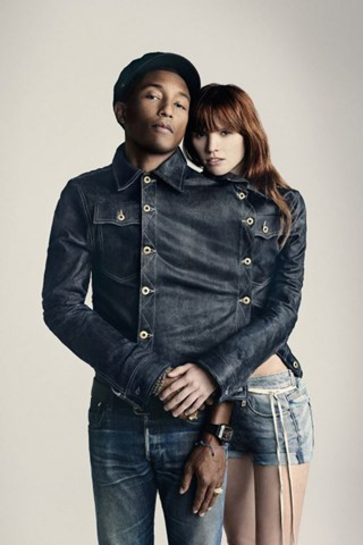 Pharrell Williams te hace vestir de jeans