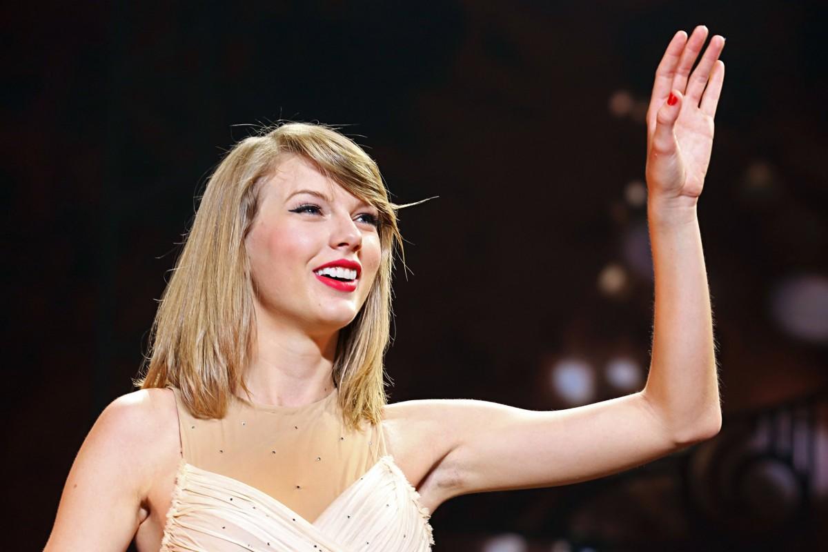 Taylor Swift fue la dama de honor perfecta