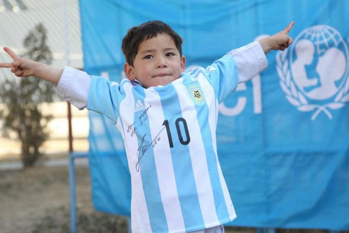 Acto de grandeza: Messi cumple el sueño del niño con la camiseta de plástico