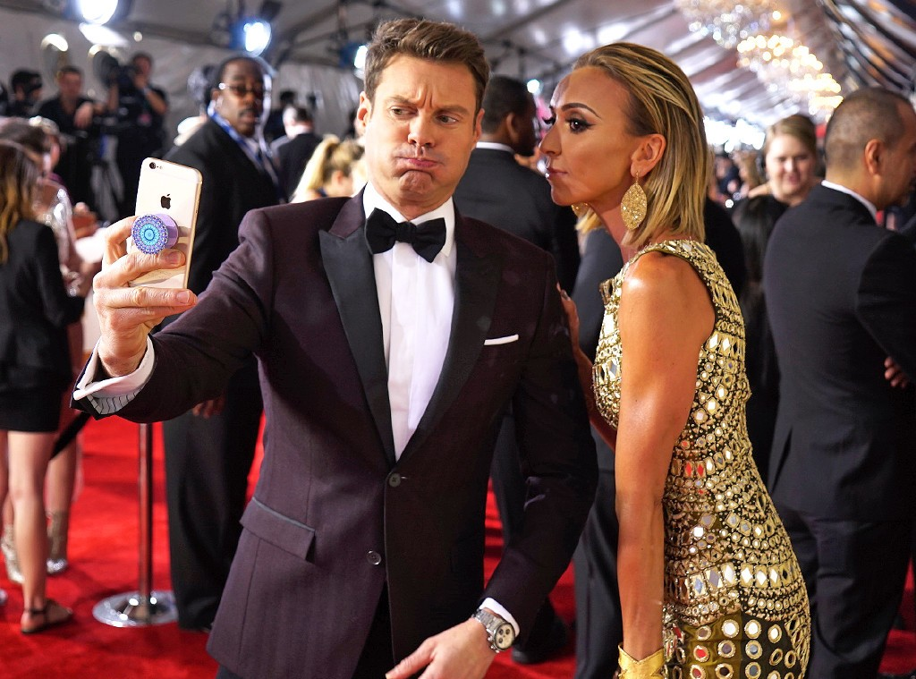 rs_1024x759-160215180106-1024.Ryan-Seacrest-Giuliana-Rancic-Grammy-Awards-Candids.ms.021516