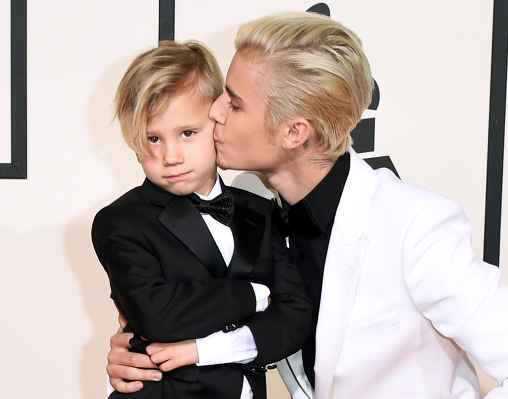 LOS ANGELES, CA - FEBRUARY 15: Singer Justin Bieber (R) and Jaxon Bieber attend The 58th GRAMMY Awards at Staples Center on February 15, 2016 in Los Angeles, California. (Photo by Jason Merritt/Getty Images for NARAS)