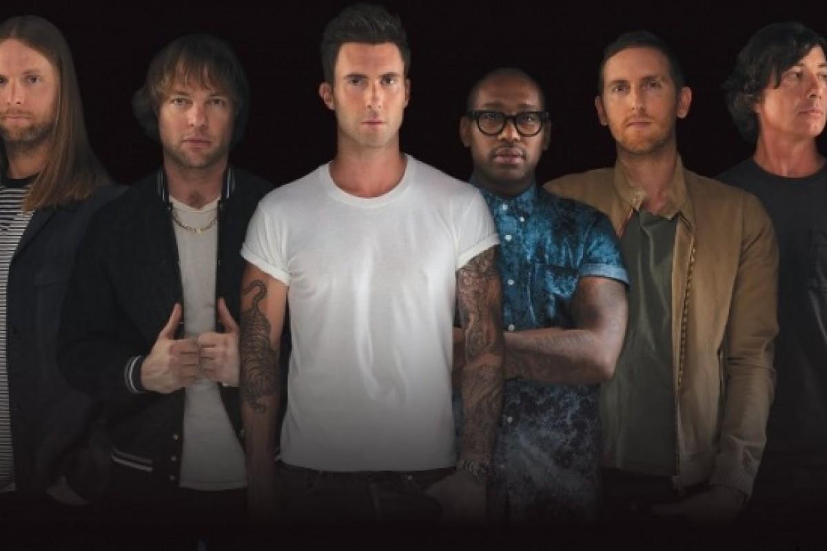 A Maroon 5 le agarró la fiebre del súper clásico argentino