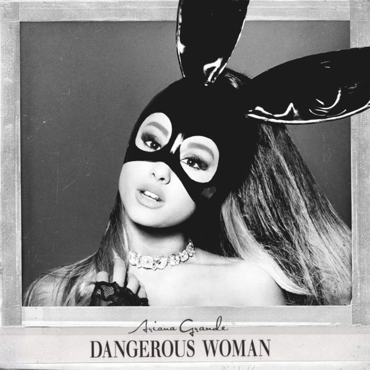 Ariana Grande estrenó nuevo tema