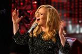 La reacción de Adele al ver comprometerse a una pareja en su concierto