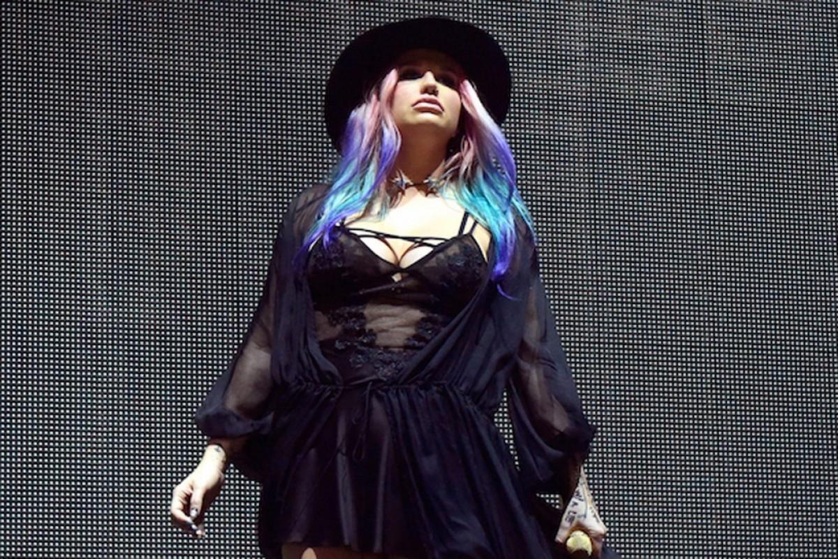 Kesha sorprende con reaparición en Coachella