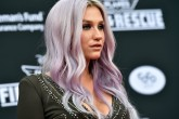 Kesha de vuelta en los estudios de grabación