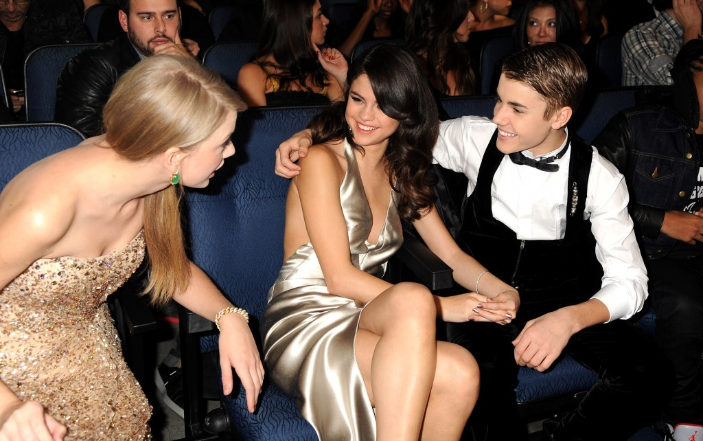 LOS ANGELES, CA - NOVEMBER 20: Taylor Swift, Selena Gomez and Justin Bieber in the audience at the 2011 American Music Awards at the Nokia Theatre L.A. LIVE on November 20, 2011 in Los Angeles, California. (Photo by Jeff Kravitz/AMA2011/FilmMagic)