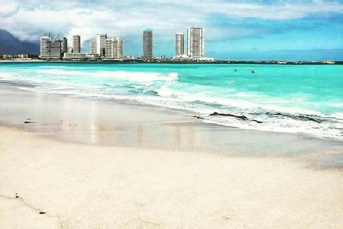 Playa, comercio y desierto en sólo 2 horas