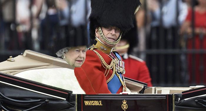 Reina-Inglaterra-pantalla-verde-7