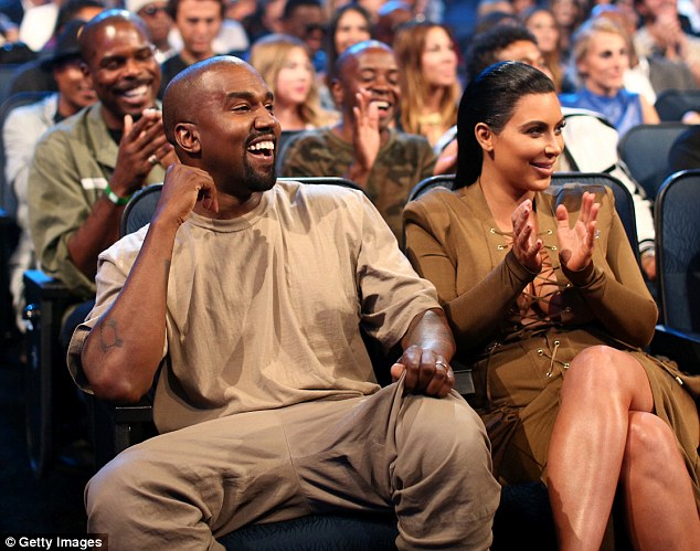 2BD36DA800000578-0-Kanye_West_and_Kim_Kardashian_share_a_laugh_during_the_show_on_S-a-78_1441017248007