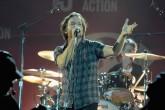Eddie Vedder frenó concierto de Pearl Jam y echó a un fan que agredía a una mujer