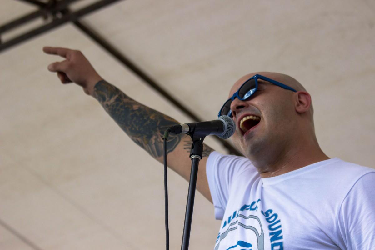 Ex pareja del vocalista de Pipa para Tabaco denunció maltratos y agresiones por parte del cantante