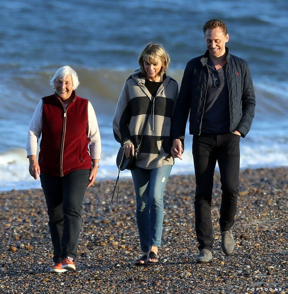 Taylor-Swift-Tom-Hiddleston-His-Mom-UK