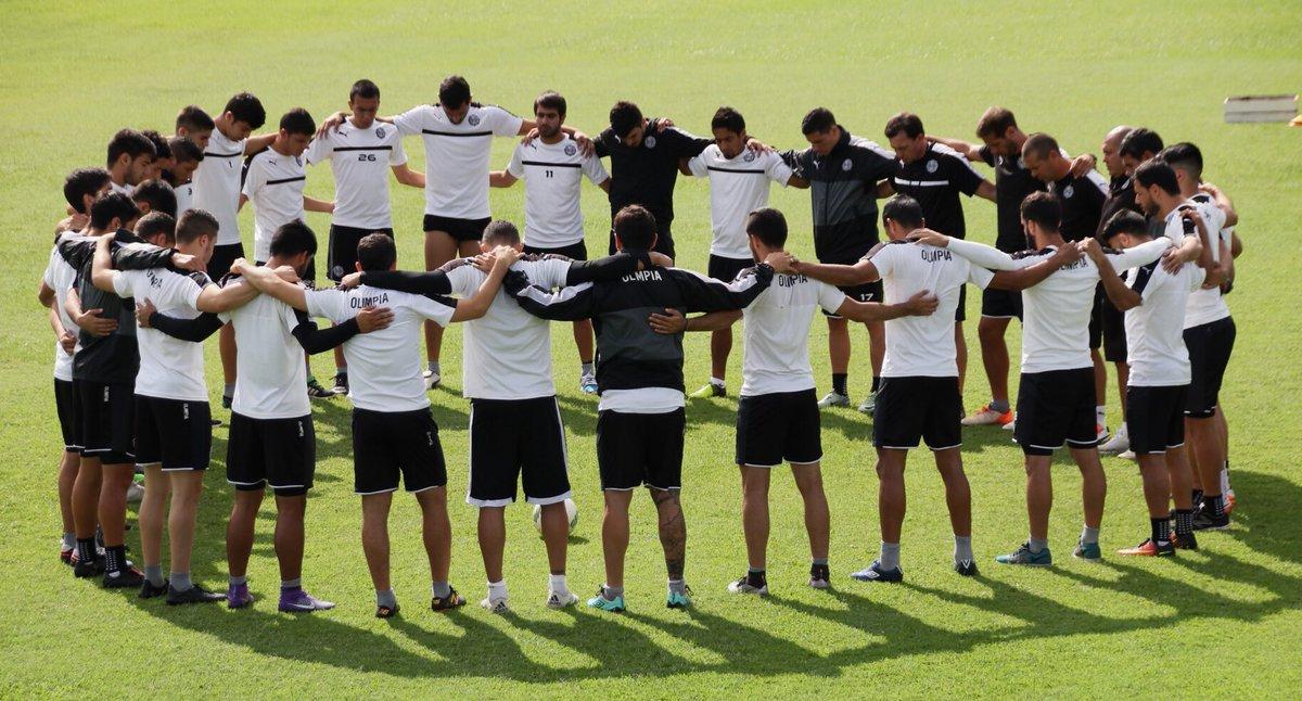El Club Olimpia también dedicó unos minutos en homenaje a los fallecidos en el accidente