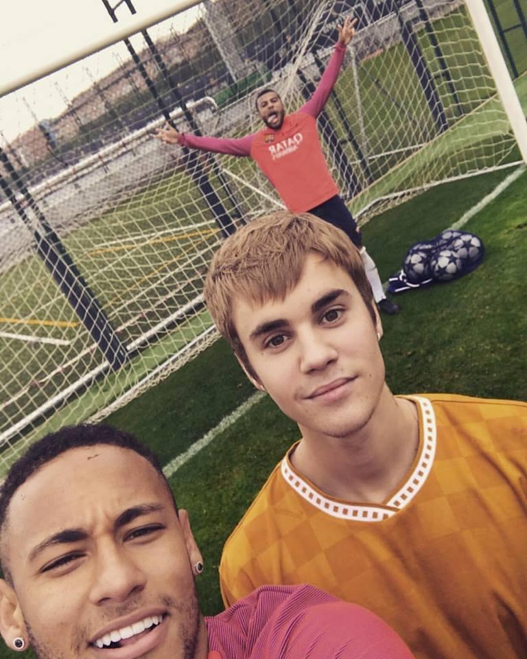 Neymar y la selfie con Juatin.