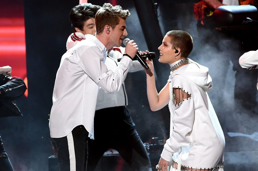andrew-taggart-and-halsey-perform-amas-2016-billboard-1548