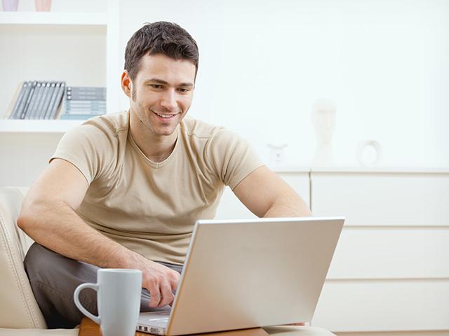 hombre-con-computadora1
