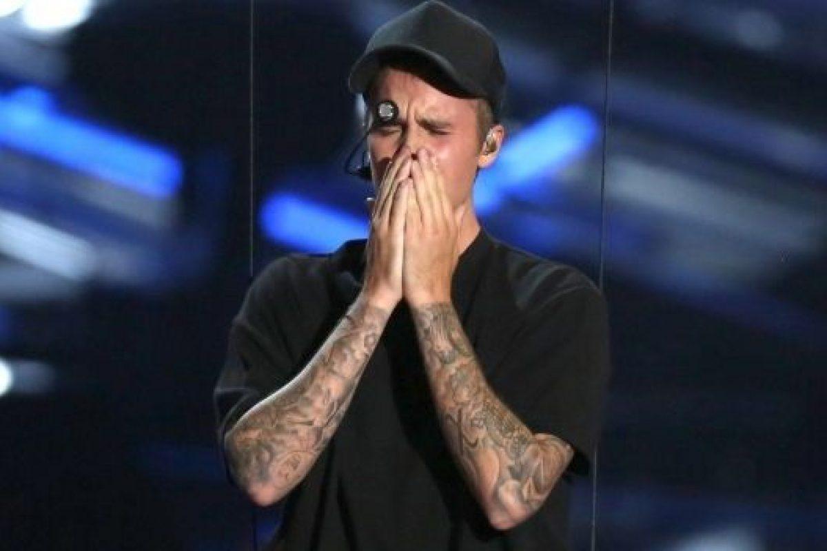 Justin Bieber, deja su sentimiento en el escenario hasta las lágrimas.