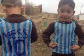 El niño con la camiseta de plástico de Messi hizo realidad su sueño