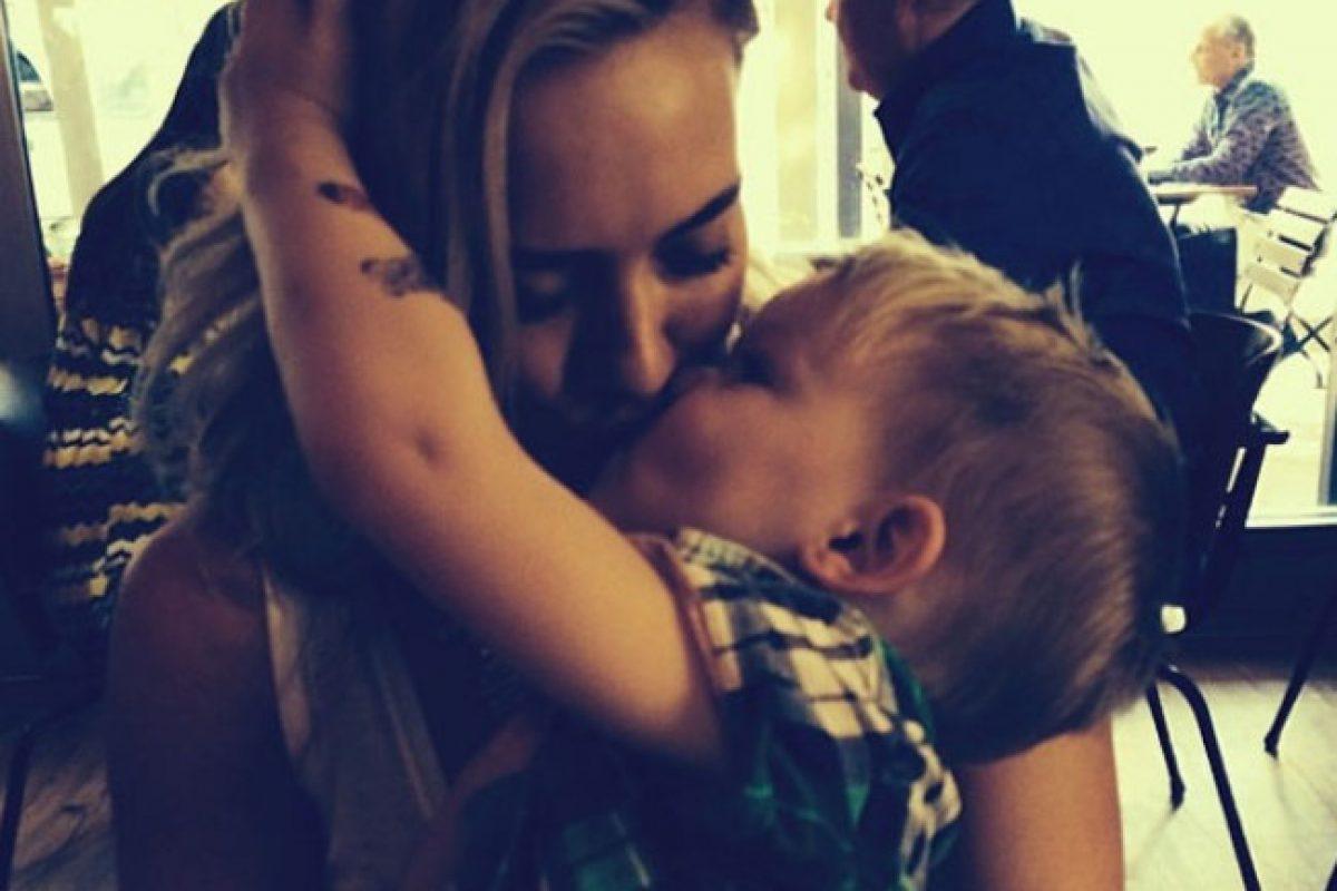 Hilary Duff le dió a su hijo un beso en la boca y se reanuda el debate: ¿Es o no correcto?