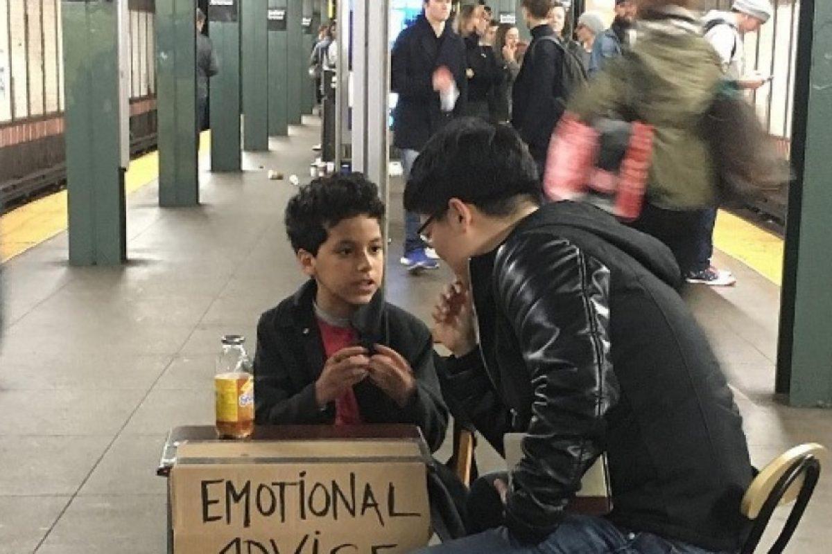 """Un niño da """"consejos emocionales"""" en el metro de Nueva York"""