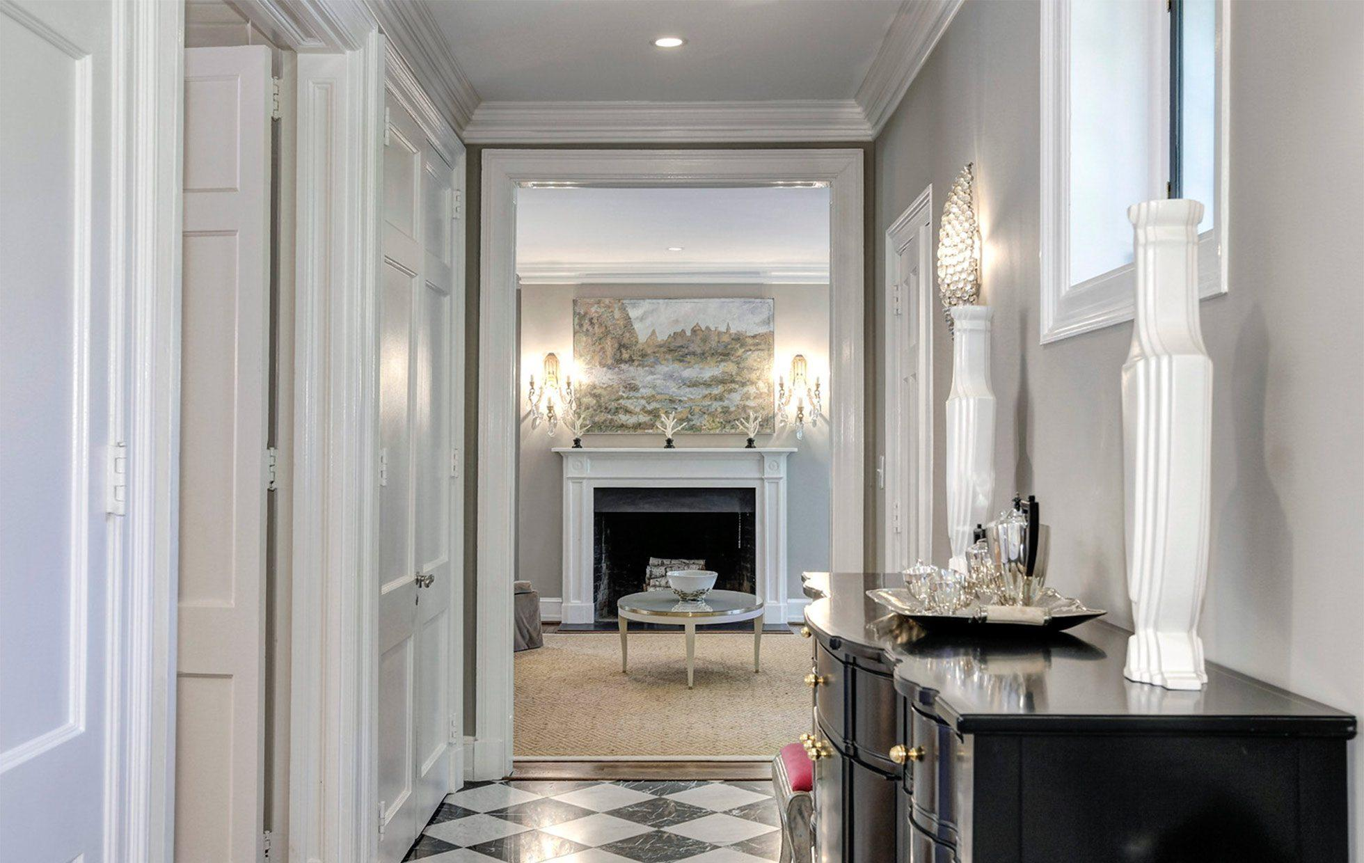 5881ff425bd092446-Belmont-Road-NW-Washington-DC-Obamas-New-Home-Hall (1)