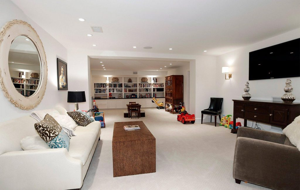 5881fff2ed5592446-Belmont-Road-NW-Washington-DC-Obamas-New-Home-Media-Room