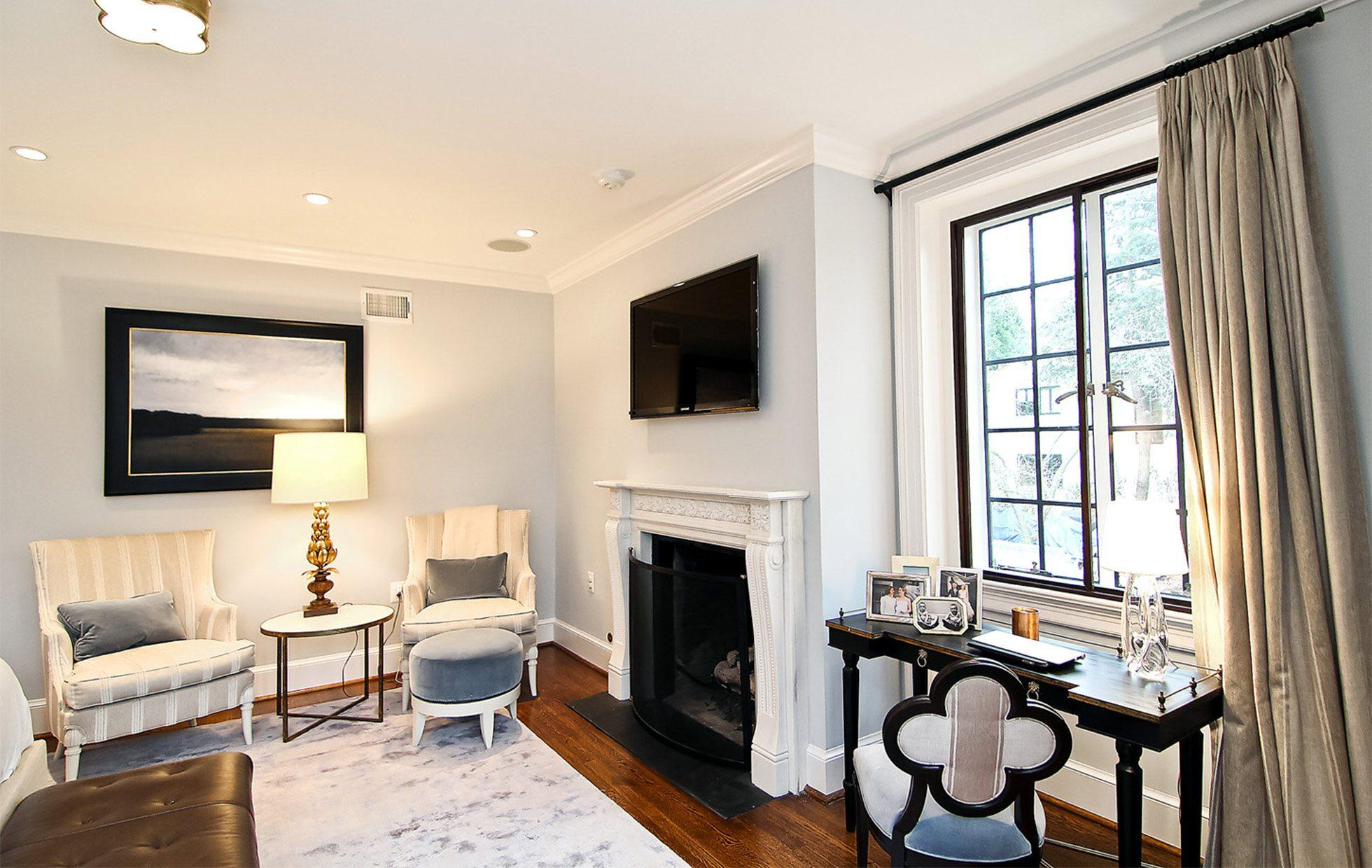 5881fffe07e5a2446-Belmont-Road-NW-Washington-DC-Obamas-New-Home-Master-Sitting-Room
