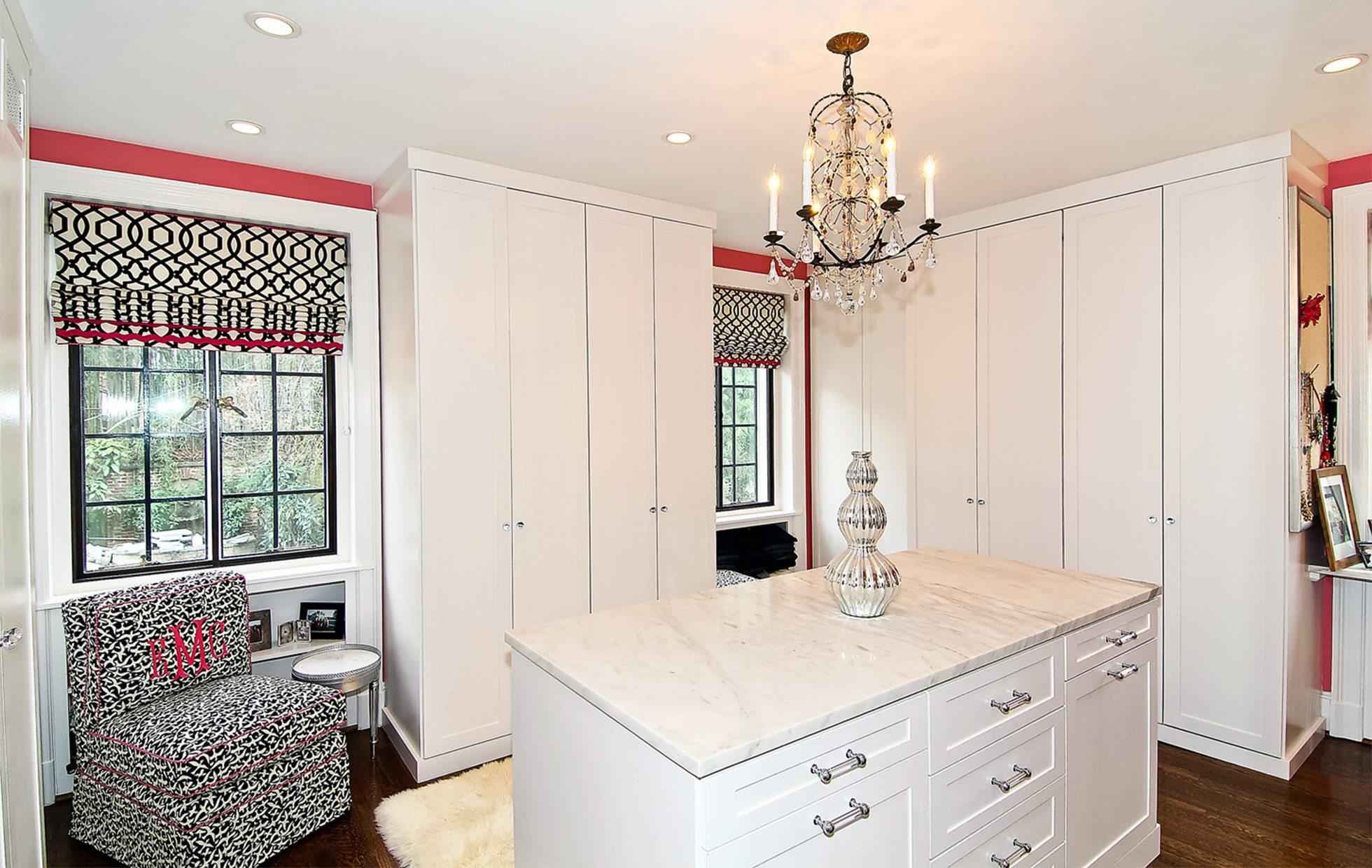 5882007d1def02446-Belmont-Road-NW-Washington-DC-Obamas-New-Home-Her-Dressing-Room